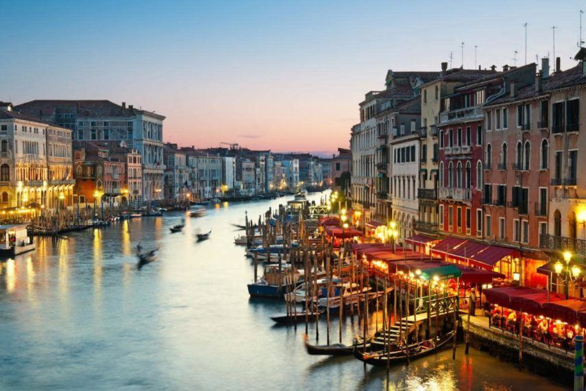 venice-restaurants-by-canal-xlarge